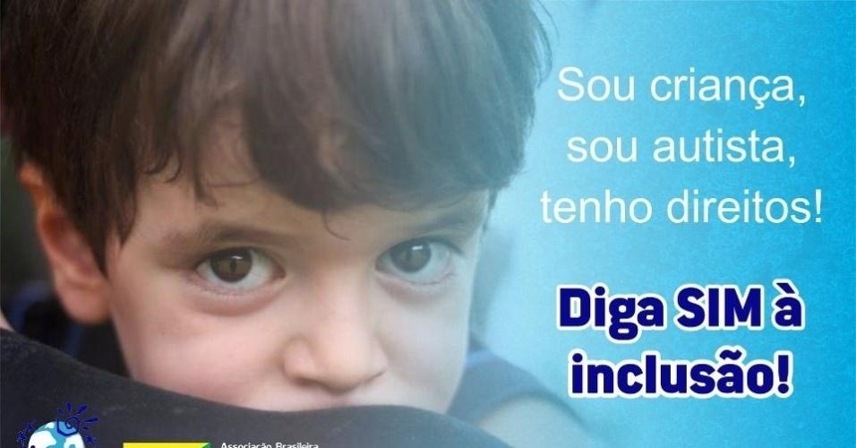 Cartaz mostra Theo, filho da publicitária Andrea Werner, 37 anos, autora do blog Lagarta Vira Pupa, que virou referência para pais de crianças com o transtorno
