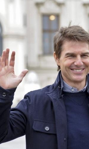 """2.abr.2013 - O ator americano Tom Cruise posa em sessão de fotos antes da pré-estreia do filme """"Oblivion"""" em Viena, Áustria. A produção chegará aos cinemas austríacos no dia 12 de abril"""