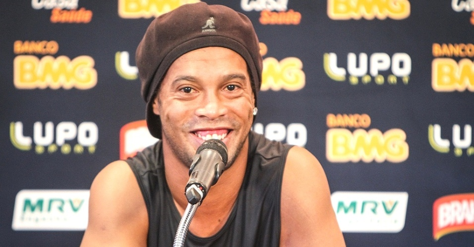 Ronaldinho Gaúcho, do Atlético-MG concede entrevista coletiva na Cidade do Galo (2/4/2013)