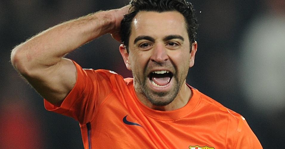 02.abr.2013 - Xavi comemora após marcar, de pênalti, o segundo gol do Barcelona no empate por 2 a 2 com o Paris Saintt-Germain pela Liga dos Campeões