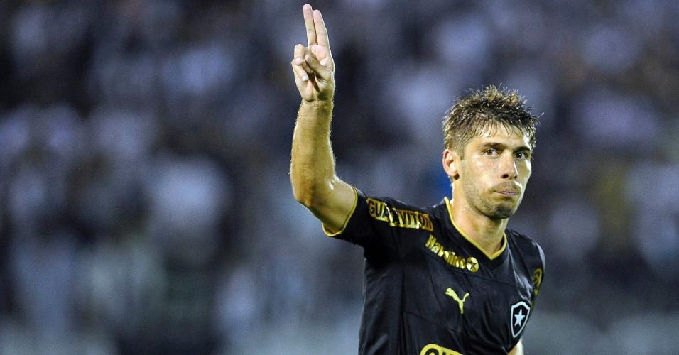 03.abr.2013 - Fellype Gabriel comemora terceiro gol do Botafogo no clássico contra o Vasco pela Taça Rio, em Volta Redonda