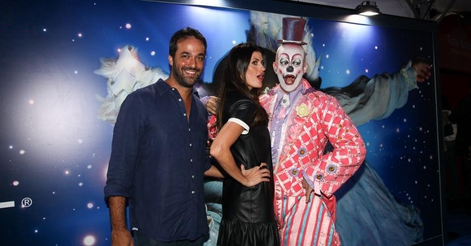 2.abr.2013 - A modelo Isabelli Fiorentino e o marido assistem ao espetáculo Corteo, do Cirque du Soleil, no Parque Villa-Lobos, em São Paulo