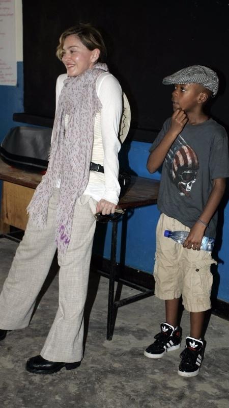 Madonna com o filho David, o primeiro que adotou no Malauí -  AMOS GUMULIRA / AFP