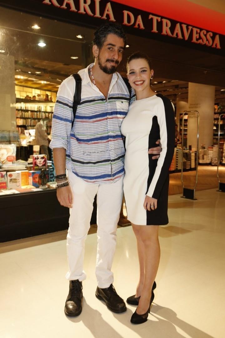 """3.abr.2013 - Bruna Linzmeyer e Michel Melamed comparecem ao lançamento do romance """"Juntos Para Sempre"""", de Walcyr Carrasco"""