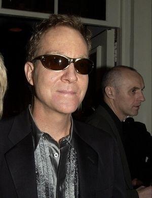Fred Schneider, cantor do grupo B-52's, foi um dos primeiros músicos a admitir, nos anos 80, que era gay