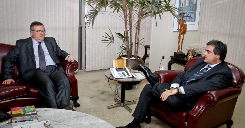 Mário Gobbi durante conversa com José Eduardo Cardozo sobre os presos em Oruro