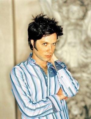 O cantor Rufus Wainwright, que veio ao Brasil em maio de 2008, se assumiu homossexual quando era adolescente