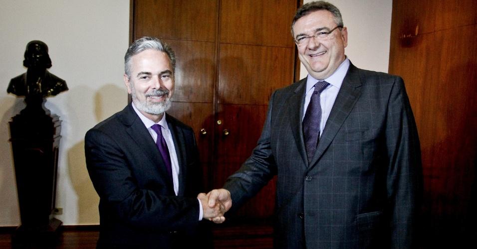 Presidente do Corinthians, Mario Gobbi, cumprimenta o ministro das Relações Exteriores, Antonio Patriota