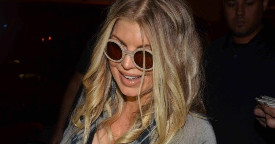 4.abr.2013 - Fergie chega a hotel em São Paulo. A cantora veio à cidade para participar do baile da amfAR, que leventa fundos para pesquisas sobre a Aids