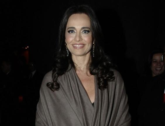 Carla Vilhena chega para o casamento de Tiago Leifert em São Paulo (17/11/12)