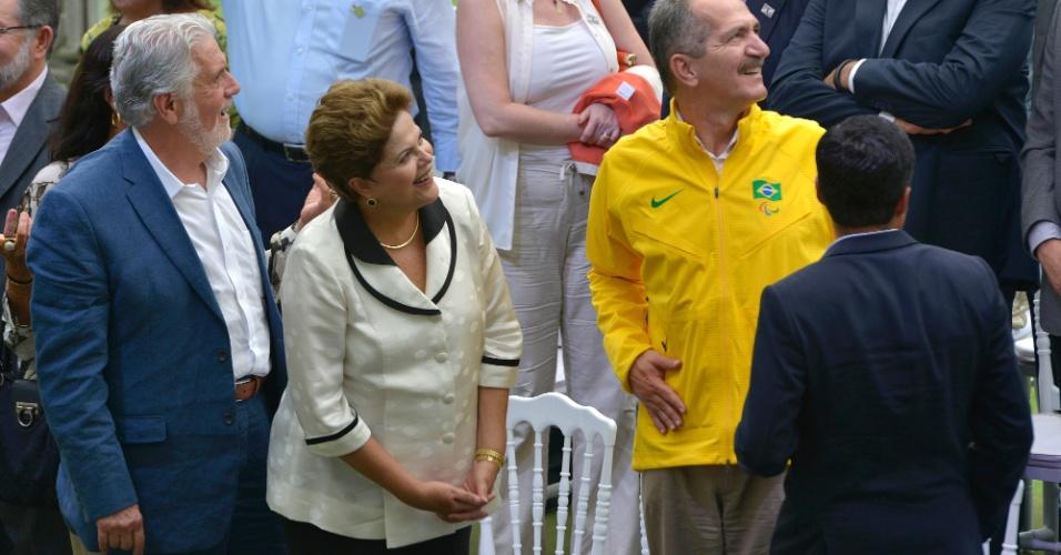 05.abr.2013 - Ao lado do governador da Bahia, Jaques Wagner, e do Ministro do Esporte, Aldo Rebelo, a presidente Dilma Rousseff participa da inauguração da Arena Fonte Nova