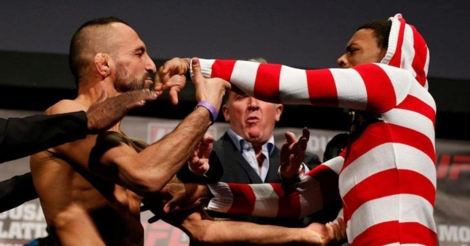 05.abr.2013 - Peso leve Reza Madadi se estranha com Michael Johnson antes do combate deste sábado pelo UFC