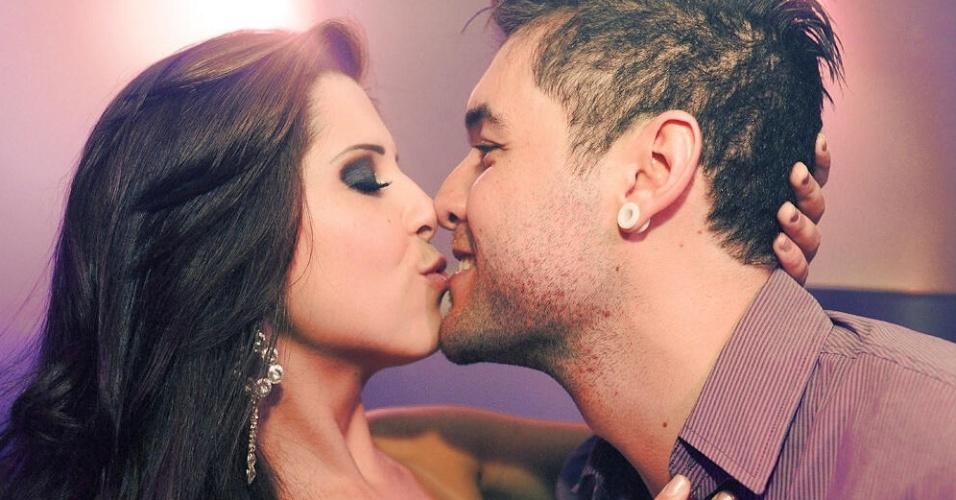 5.abr.2013 - Andressa e Nasser não se desgrudam em festa de comemoração do gaúcho