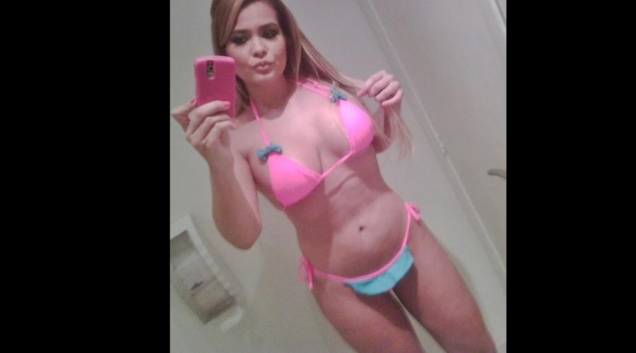5.abr.2013 - Geisy Arruda fez ensaio de biquíni e divulgou uma imagem dos bastidores por meio de uma rede social