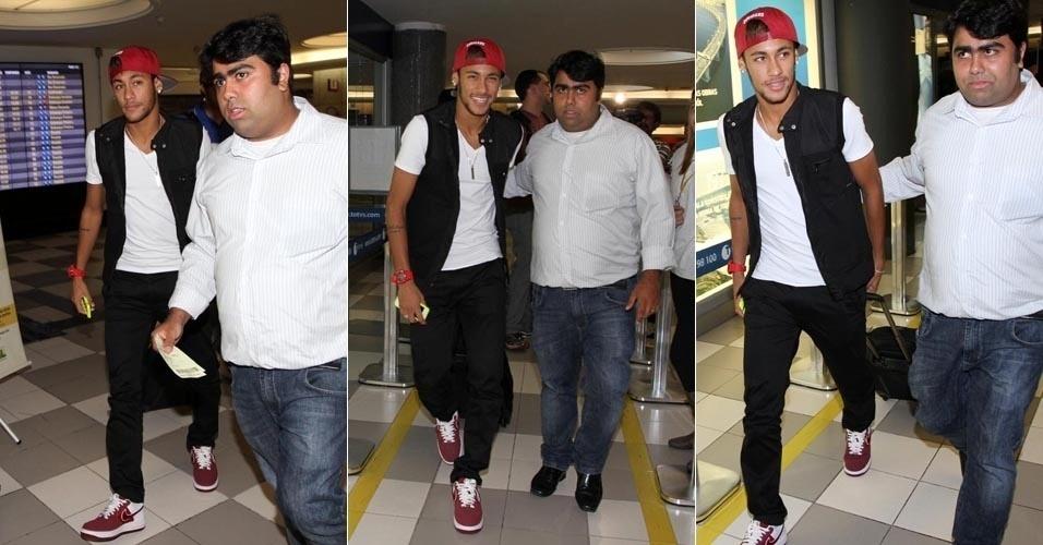 5.abr.2013 - Neymar embarca no aeroporto de Congonhas, em São Paulo