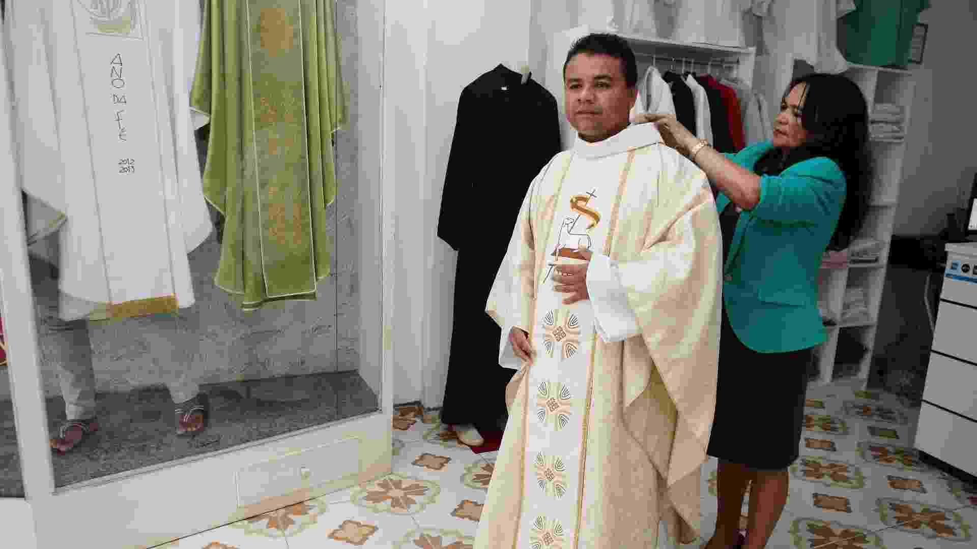 Ateliê Paramentos Religiosos, em São Luís (MA) - Honório Moreira/UOL