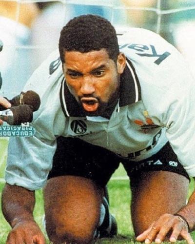 Em 1993 o atacante Viola, jogando pelo Corinthians, imitou um porco ao marcar contra o Palmeiras na final do campeonato paulista