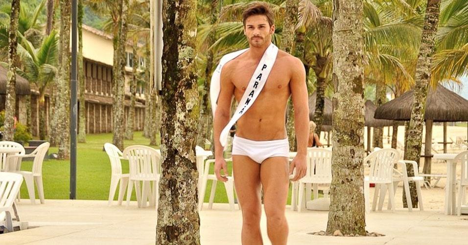 Mister Paraná desfila de sunguinha no Portobello Safari e Resort, em Mangaratiba, no Rio de Janeiro