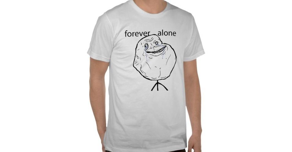 Se você de vez em quando está, assim, carente de companhia, dá para vestir a camiseta do meme Forever Alone. Do Zazzle, R$ 39,95