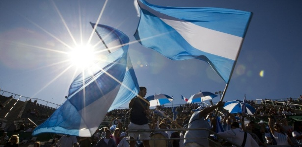 Torcida argentina é a que mais faz rituais em jogos de sua seleção, revelou pesquisa