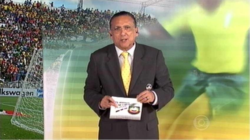 06.abr.2013 - Narrador Galvão Bueno, da TV Globo, durante a transmissão do amistoso entre Brasil e Bolívia