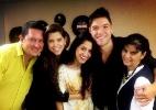 Nasser posa ao lado de Andressa e da família da paranaense - Reprodução/Twitter