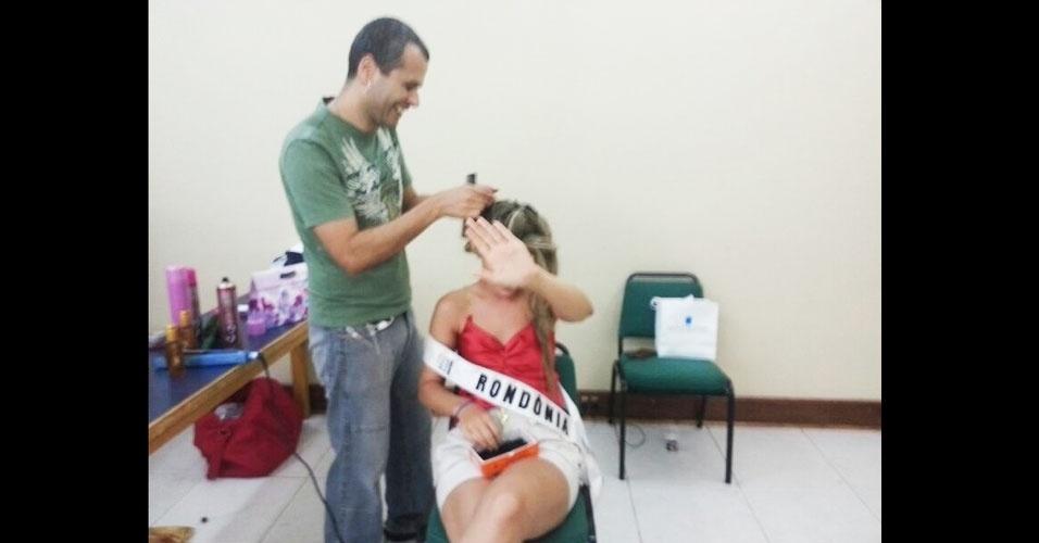 6.abr.2013 - Stop! Miss Rondônia quer fazer surpresa e não quis ser flagrada