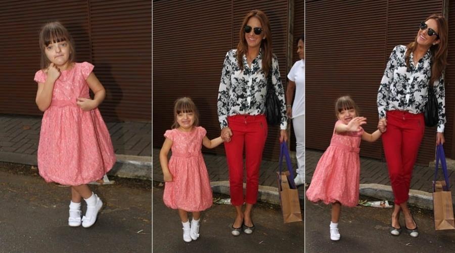 6.abr.2013 - Ticiane Pinheiro leva Rafaella à festa de aniversário da filha de Ronaldo em São Paulo