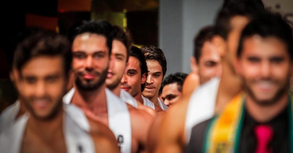Mister Brasil 2012, William Rech, entra com os 39 candidatos na passarela