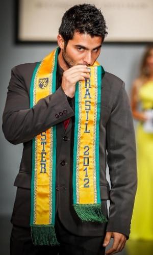 O gaúcho William Rech se despediu do posto antes de entregar a faixa de Mister Brasil ao seu sucessor