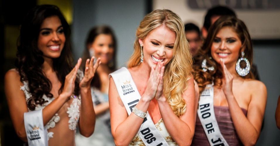 07.abr.2013 - Sancler Frantz, a representante de Ilha dos Lobos, recebe o anúncio de que vencera o Miss Brasil World 2013