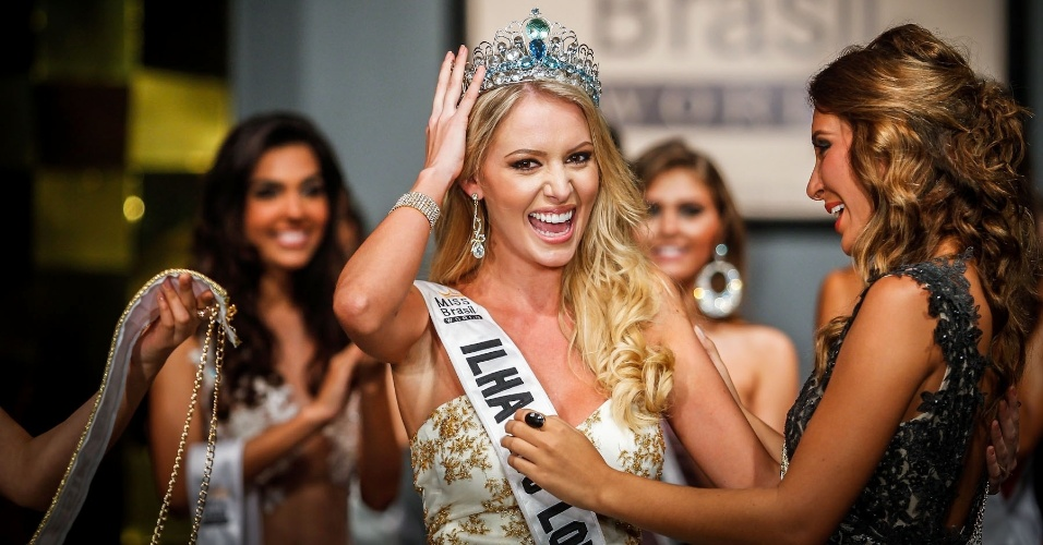 07.abr.2013 - Sancler Frantz aproveita seus primeiros momentos como a Miss Brasil World 2013