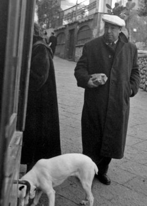 14.fev.1952 - O poeta Pablo Neruda em Capri, Itália - AP Photo/File