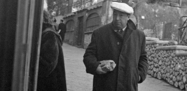 O poeta Pablo Neruda em Capri, Itália - AP Photo/File