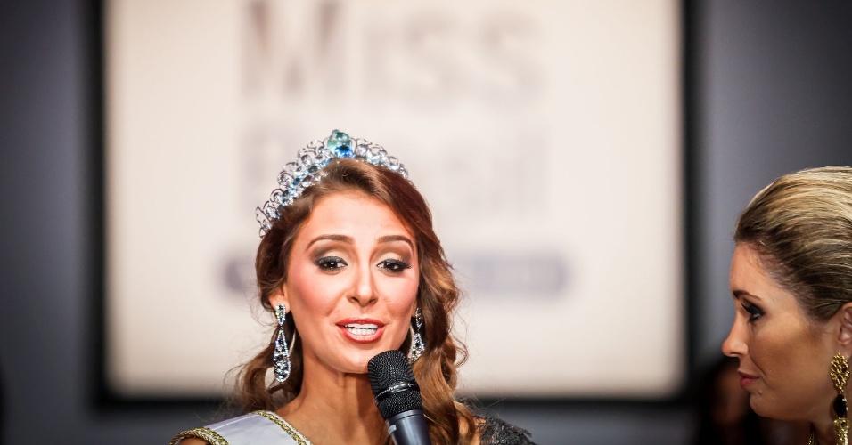 6.abr.2013 - A Miss Brasil World 2012, Mariana Notarangelo, fez seu desfile final e se preparou para receber as seis finalistas