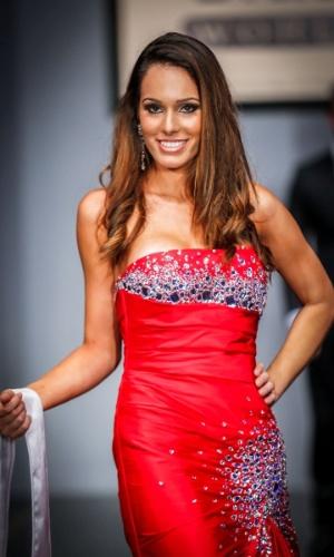 6.abr.2013 - As candidadatas também desfilaram em traje de gala. Na foto, a Miss Ilhas de Florianópolis, que está no TOP 16