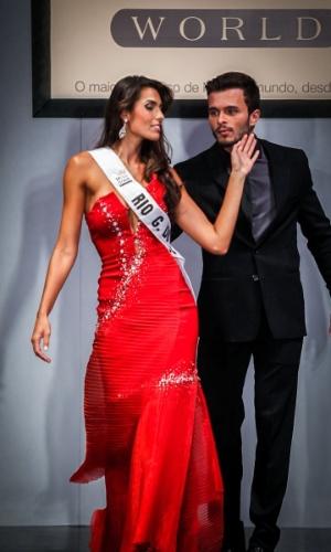 6.abr.2013 - As candidadatas também desfilaram em traje de gala. Na foto, a Miss Rio Grande do Sul, que está no TOP 16