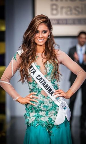 6.abr.2013 - As candidadatas também desfilaram em traje de gala. Na foto, a Miss Santa Catarina, que está no TOP 16
