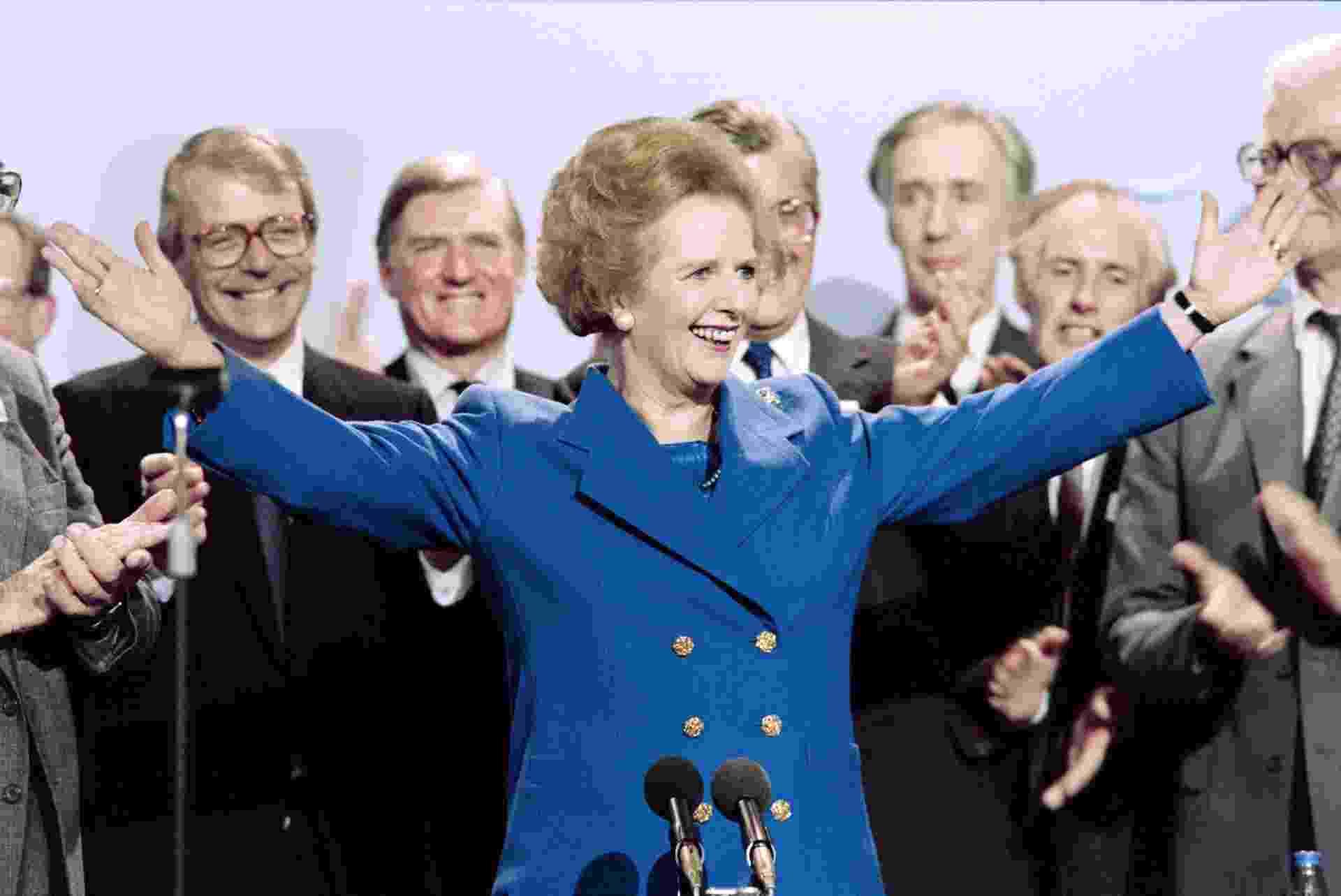 13.out.1989 - Margaret Thatcher recebe aplausos após conferência do Partido Conservador britânico em Blackpool, Inglaterra. Thatcher foi primeira-ministra do Reino Unido de 1979 a 1990, o maior período contínuo no governo para um primeiro-ministro britânico desde o início do século 19 - Johnny Eggitt/AFP