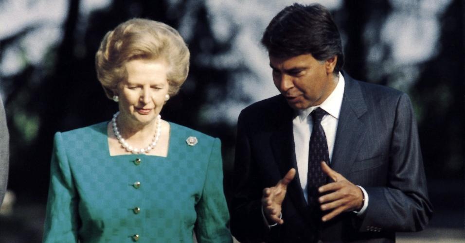 22.ago.1998 - Margaret Thatcher caminha pelos jardins do palácio de La Moncloa, ao lado do ex-presidente da Espanha, Felipe Gonzalez
