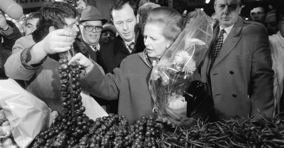 4.fev.1984 - Margaret Thatcher visita mercado em Budapeste, capital da Hungria. Thatcher foi primeira-ministra do Reino Unido de 1979 a 1990, o maior período contínuo no governo para um primeiro-ministro britânico desde o início do século 19