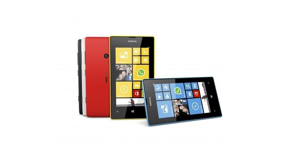 8.abr.2013 - Anunciado como o ''Windows Phone'' mais barato no Brasil, o Nokia Lumia 520 chega ao Brasil por R$ 599. O smartphone com sistema Windows Phone 8 vem com tela de 4 polegadas WVGA (800 x 480 pixels) , câmera de 5 megapixles, processador dual-core de 1 GHz, 512 MB de memória RAM e 8 GB para armazenamento (que pode ser expandida com cartão micro SD para 64 GB). O smartphone pesa 124 g e tem 9,9 mm de espessura