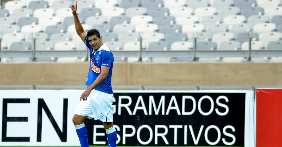 Diego Souza comemora gol na vitória do Cruzeiro sobre o América-MG, por 4 a 1 (7/4/2013)