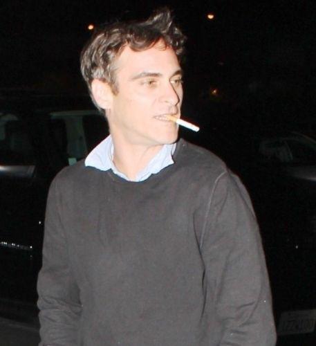 O ator Joaquin Phoenix se internou em uma clínica de reabilitação em 2005 para tratar de seu problema com o alcoolismo
