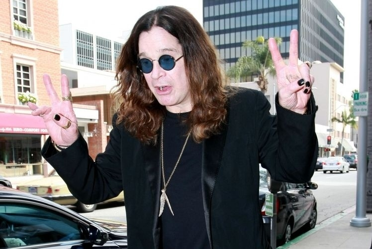 O cantor Ozzy Osbourne lutou por anos contra o vício em álcool e cocaína, e foi internado por diversas vezes em clínicas de reabilitação