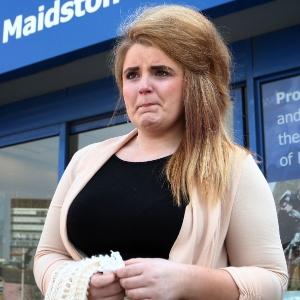 Paris Brown, 17, enfrenta repórteres após seus tuítes serem divulgados; jovem apagou a conta no Twitter