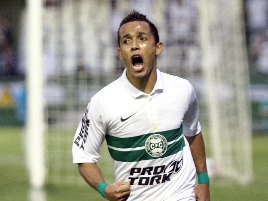 Rafinha comemora gol na vitória do Coritiba diante do Toledo (07/04/2013)