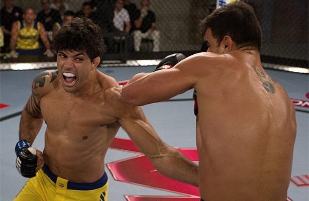 Viscardi de Andrade acerta golpe em vitória sobre Thiago Jambo no TUF Brasil 2