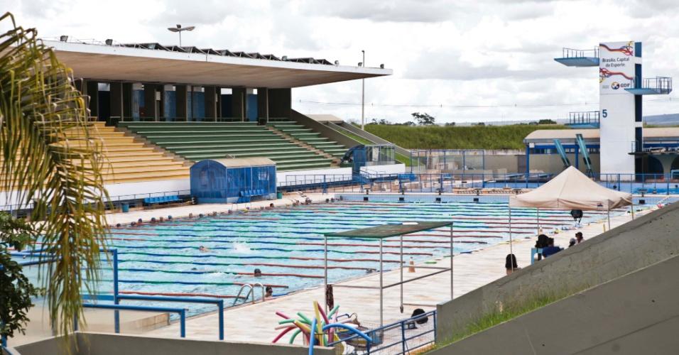 02.abr.2013 - Piscinas do complexo esportivo estão bem conservadas e são utilizadas pela população: exemplo que não é seguido