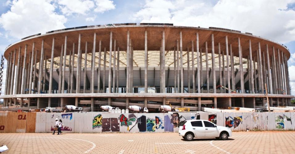 02.abr.2013 - Estádio Nacional Mané Garrincha: construído para a Copa de 2014 por R$ 1,5 bilhão em meio a um complexo esportivo abandonado